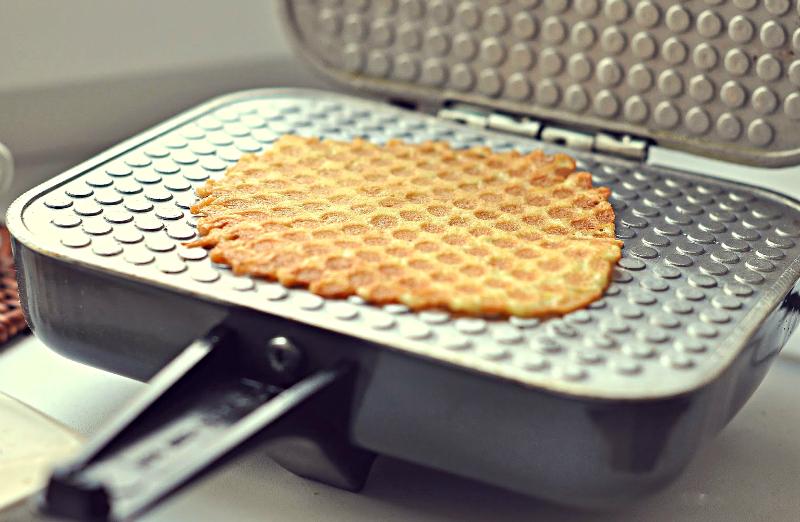 Домашняя вафельница для тонких вафель