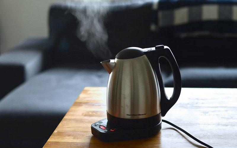 Как убрать накипь в электрическом чайнике в домашних условиях?