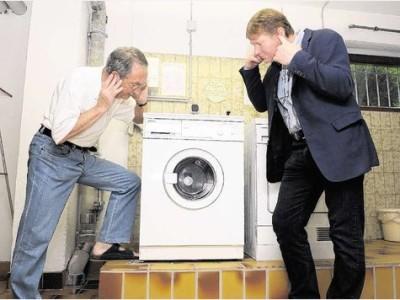 Стиральная машина гудит при сливе воды почему машинка сильно шумит рычит издает скрежет и трещит