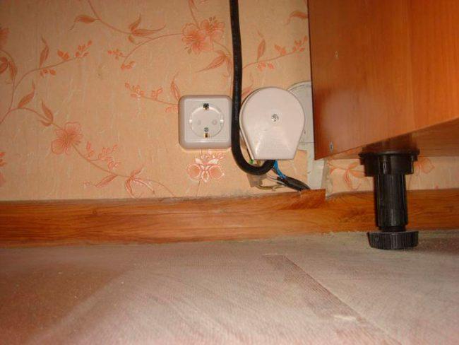 Установка духового шкафа: как правильно устанавливать встраиваемую электрическую и газовую духовки под столешницу своими руками? Размер ниши под духовой шкаф